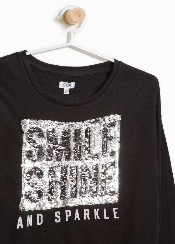 T-Shirt mit Pailletten und Buchstabenaufdruck | OVS