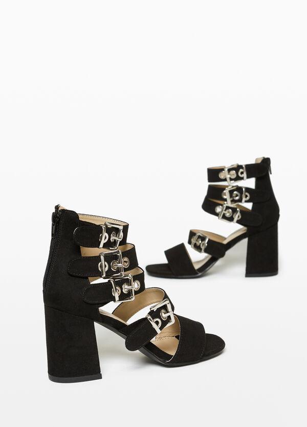 Sandalen mit breitem Absatz und Schnallen
