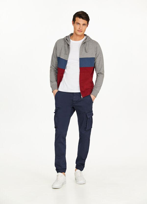 Zweifarbiges Sweatshirt mit Kapuze