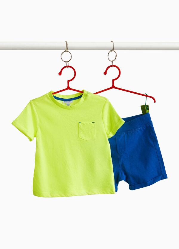 Garnitur aus Baumwolle T-Shirt und kurze Hose