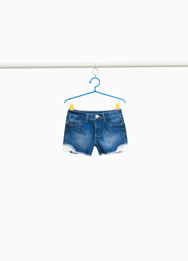 Jeans-Shorts Washed out-Effekt mit Spitze