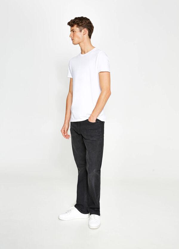 Einfarbige Stretch-Jeans Comfort Fit | OVS