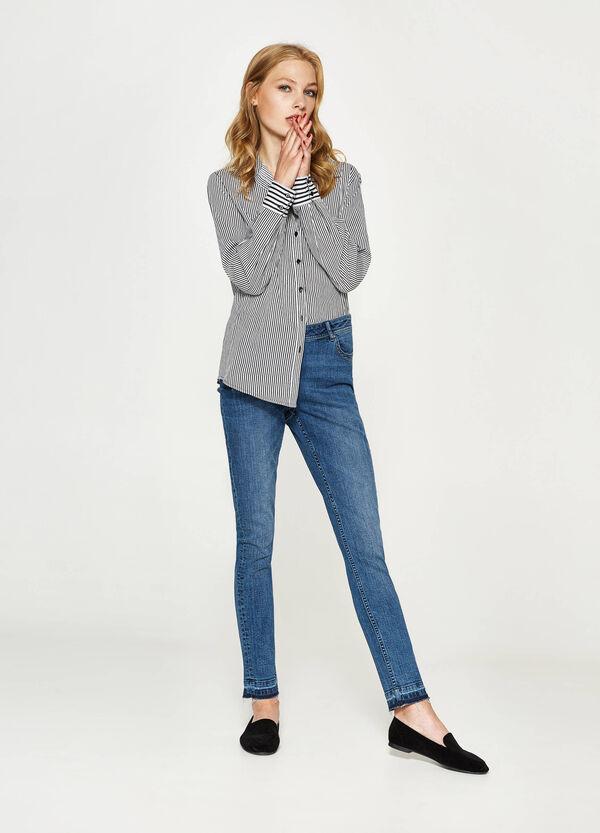 Stretch-Jeans ausgefranster Saum | OVS