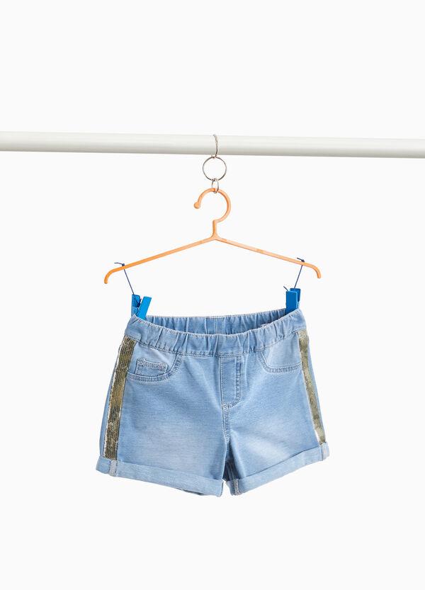 Jeans-Shorts mit Streifen und Pailletten