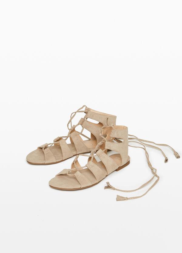 Sandalen aus Stoffriemen mit Schnürbändern