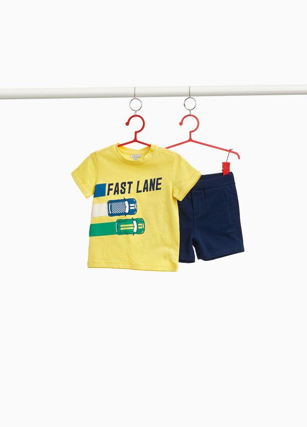 Garnitur T-Shirt und Hose