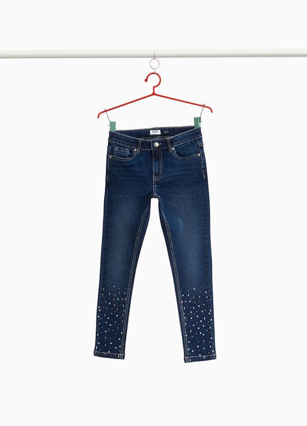Stretch-Jeans mit Nieten und Perlen