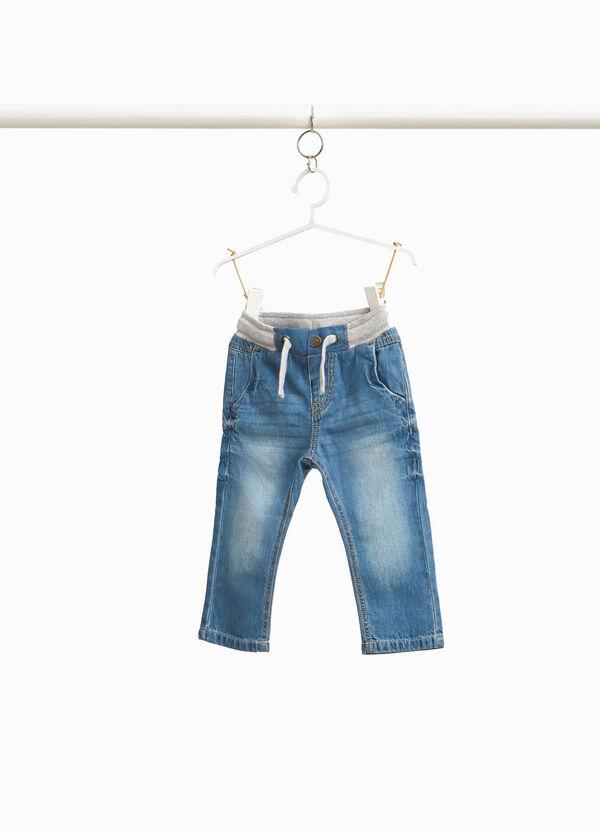 Jeans mit Feinripp und Kordelzug am Bund