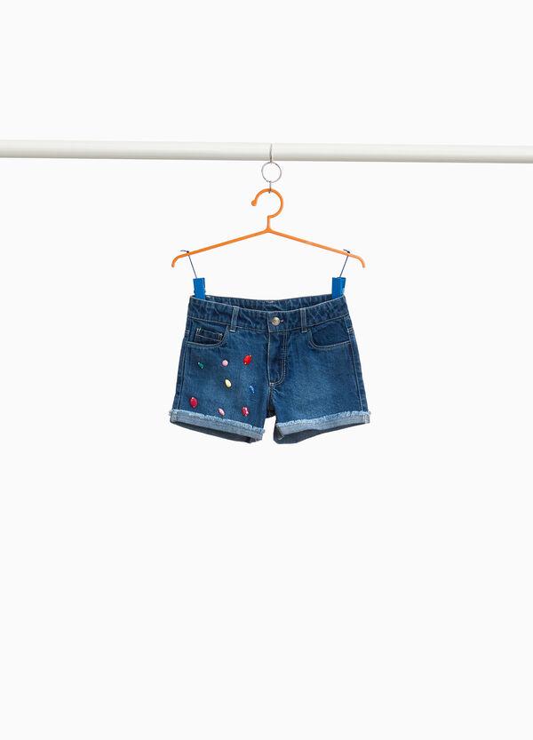 Jeans-Shorts mit Washed out-Effekt mit Strass