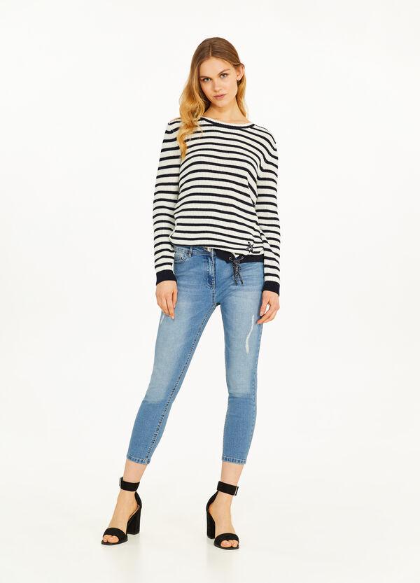 Stretch-Crop-Jeans mit Destroyed-Stellen
