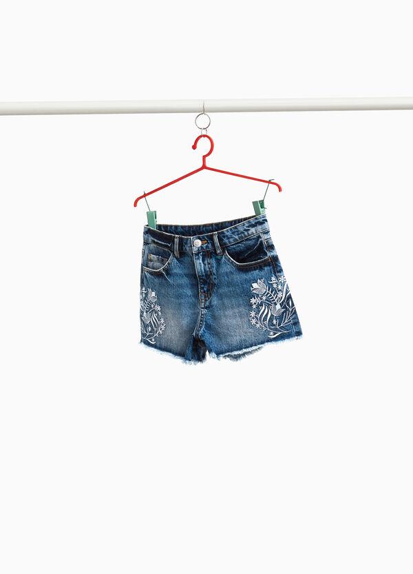 Jeans-Shorts mit floraler Stickerei