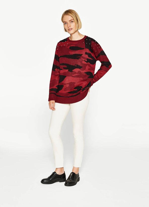 Trikot-Pullover Camouflage mit Nieten | OVS
