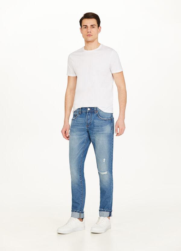 Jeans Straight Fit mit Used-Effekt und Destroyed-Element