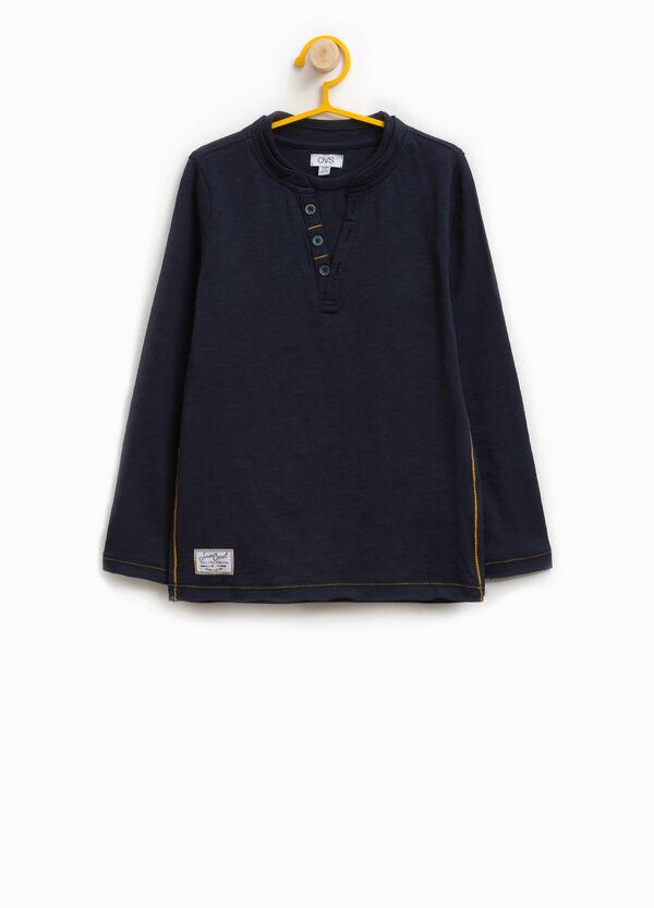 Langes T-Shirt aus Baumwoll-Mix mit Patch | OVS