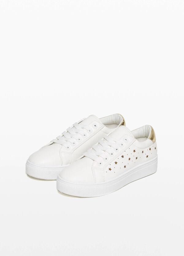 Sneaker Lochmuster mit Sternen