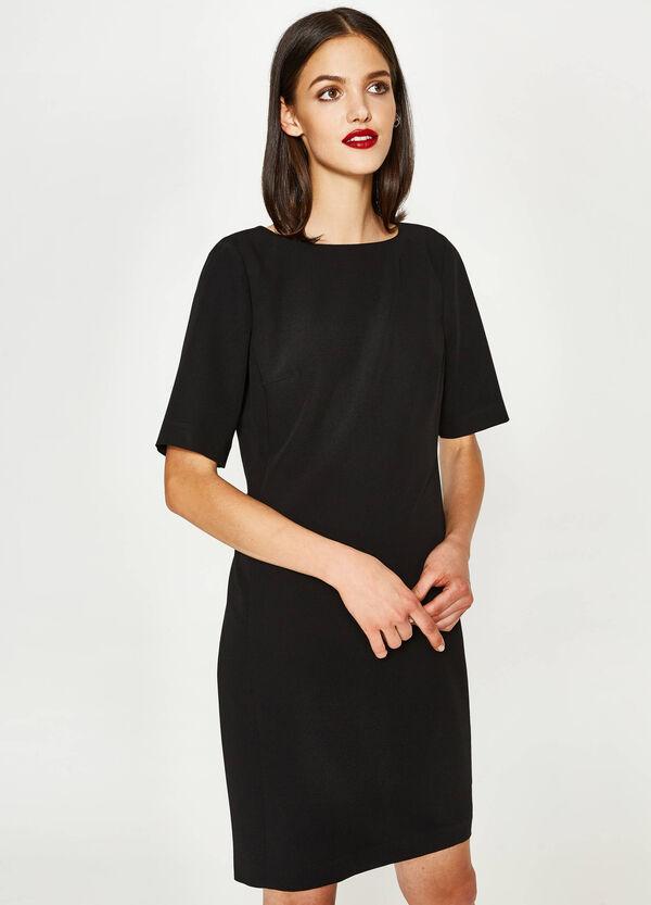 Kleid aus Viskosestretch mit Schlitz | OVS