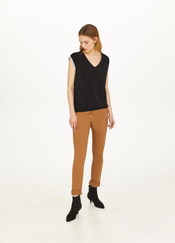 Stretch-T-Shirt mit Borte