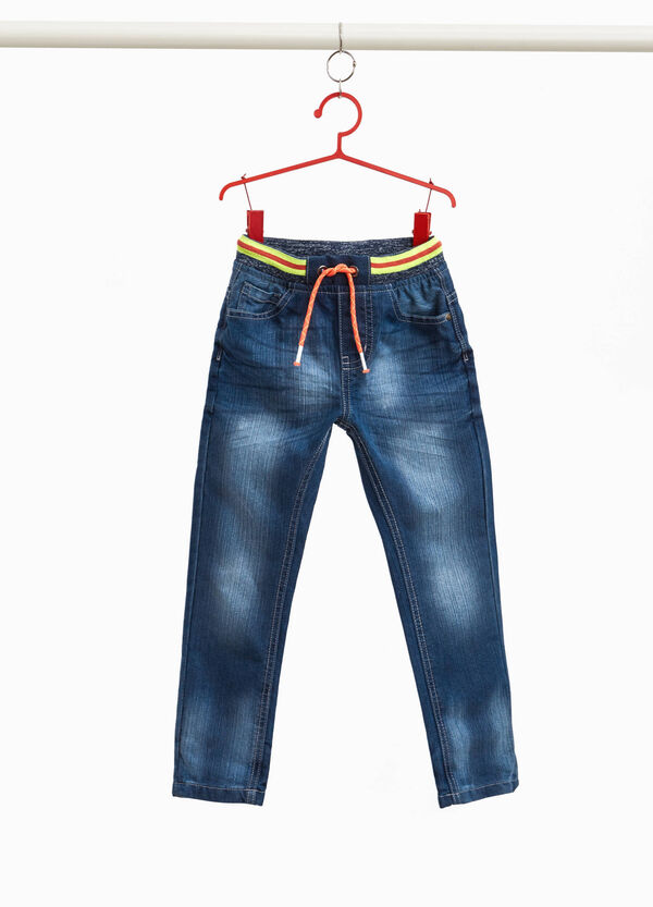 Jeans mit Used-Effekt und Dehnbund
