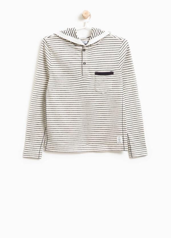 T-Shirt gestreift mit Kapuze und Tasche | OVS