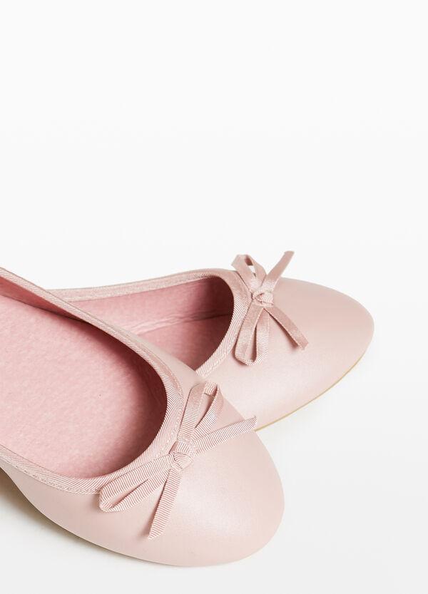 Ballerinas gehämmert mit Schleife