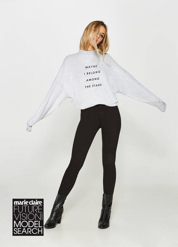 Maxi-Sweatshirt aus Viskose-Mix mit Buchstabenaufdruck | OVS