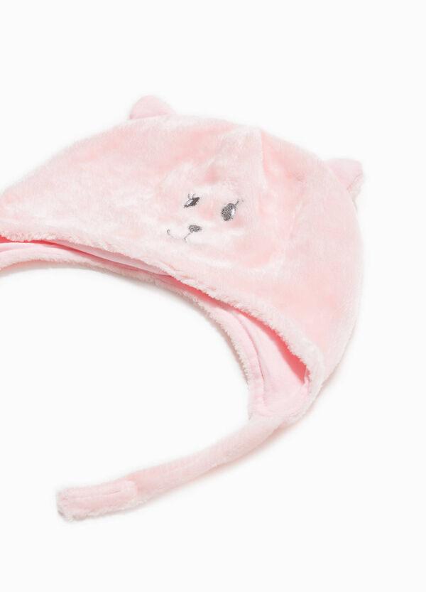 Mütze aus Teddy mit Stickerei